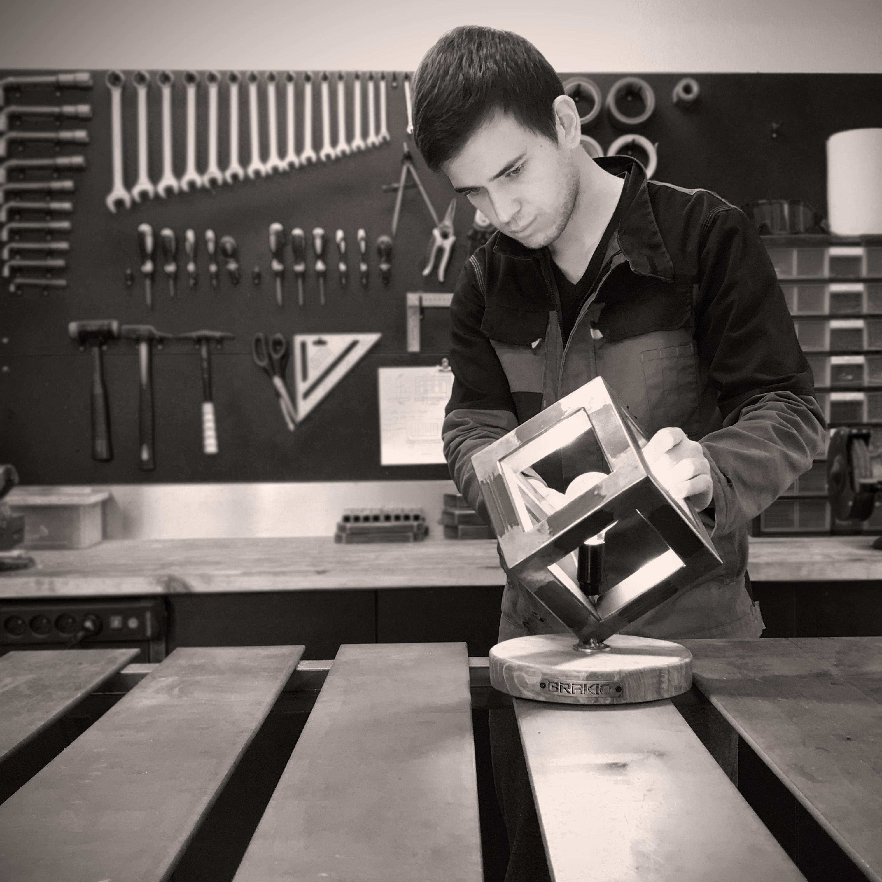 artisan dans son atelier