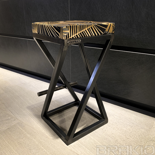 tabouret haut en métal et tissu artisanal